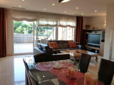 509 | Corner house with garden and pool for sale in Montgat