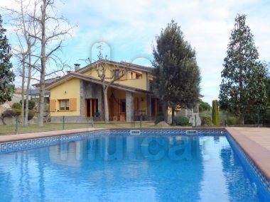 765 | Magnificent detached house with garden and pool for sale in Cardedeu