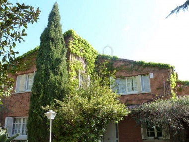 658 | Spacious house with garden for sale in center of Tiana, Barcelona