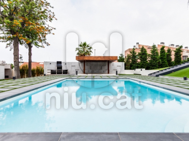 M18012 | Large luxury villa for sale or rent in the Masnou.