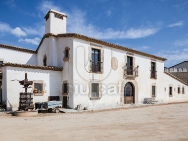 868 | Spectacular rustic property for sale in Alella.