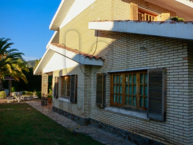 262 | House for sale in Alella with large garden and pool